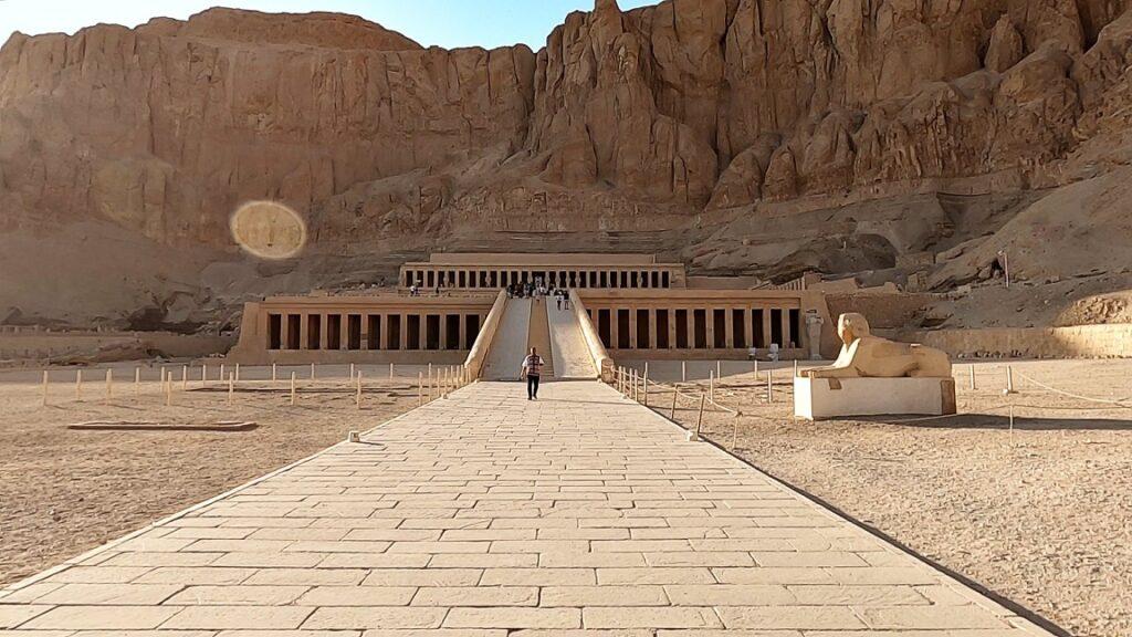 ägypten-luxor-hatschesput-tempel-1