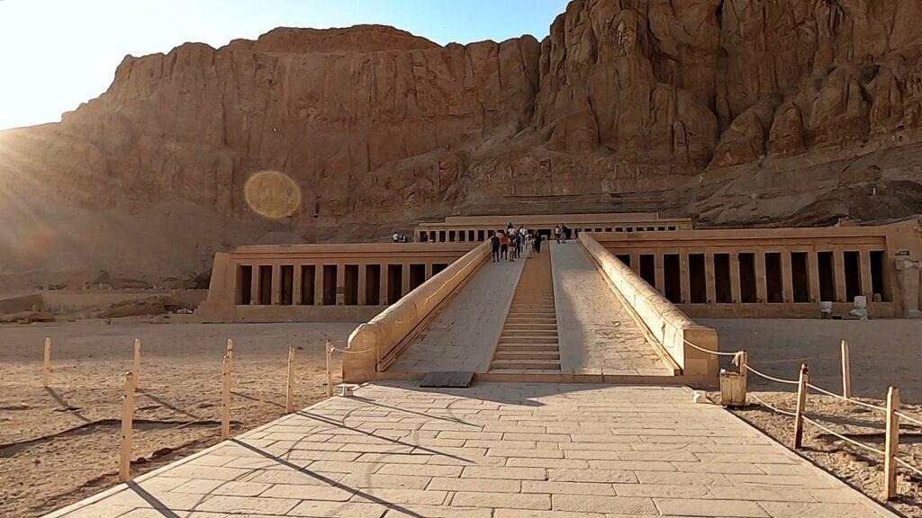 ägypten-luxor-hatschesput-tempel-2