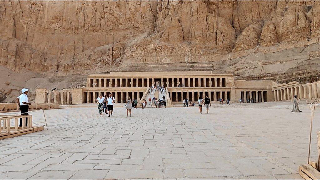 ägypten-luxor-hatschesput-tempel-3
