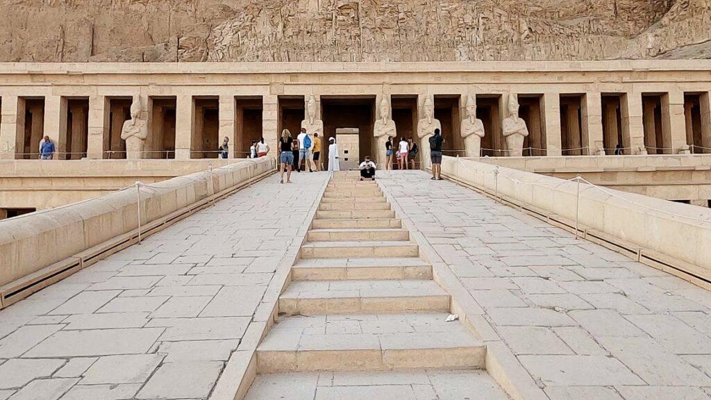 ägypten-luxor-hatschesput-tempel-6