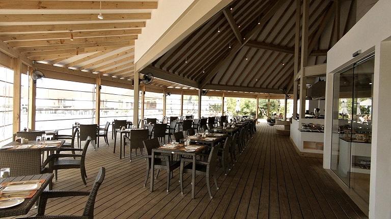 ellaidhoo-restaurant-bar-pool