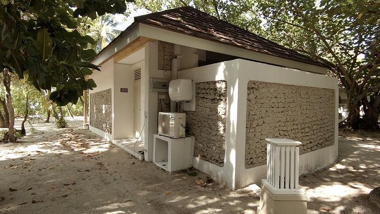 malediven-ellaidhoo-beach-bungalow