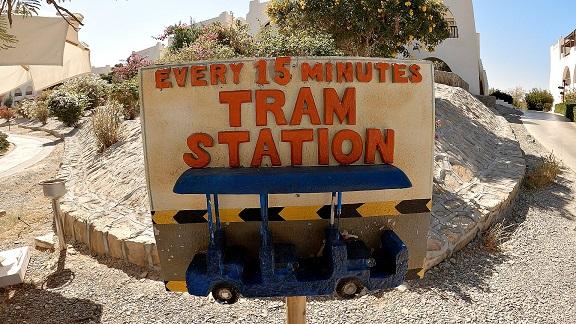 ägypten-urlaub-hilton-abu-dabbab-tram-station