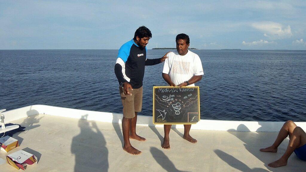 malediven-tauchboot-2